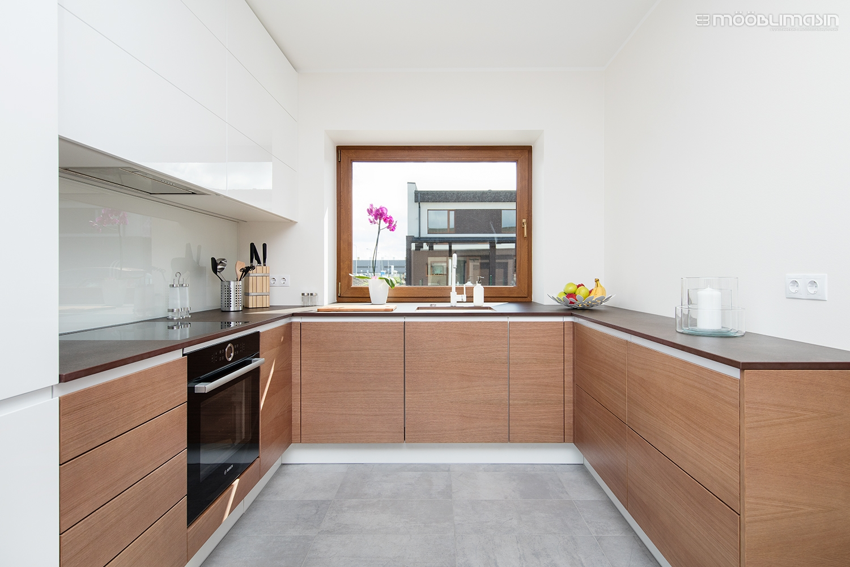 C-kujuline köögimööbel