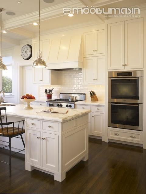 Klassikalise köögi uksed